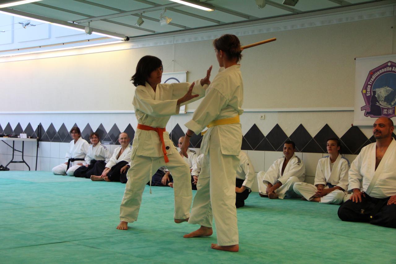 Defense à mains nues contre bâton